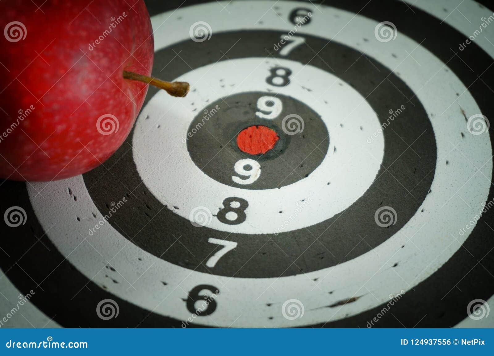 Image conceptuelle d un panneau de cible avec la pomme