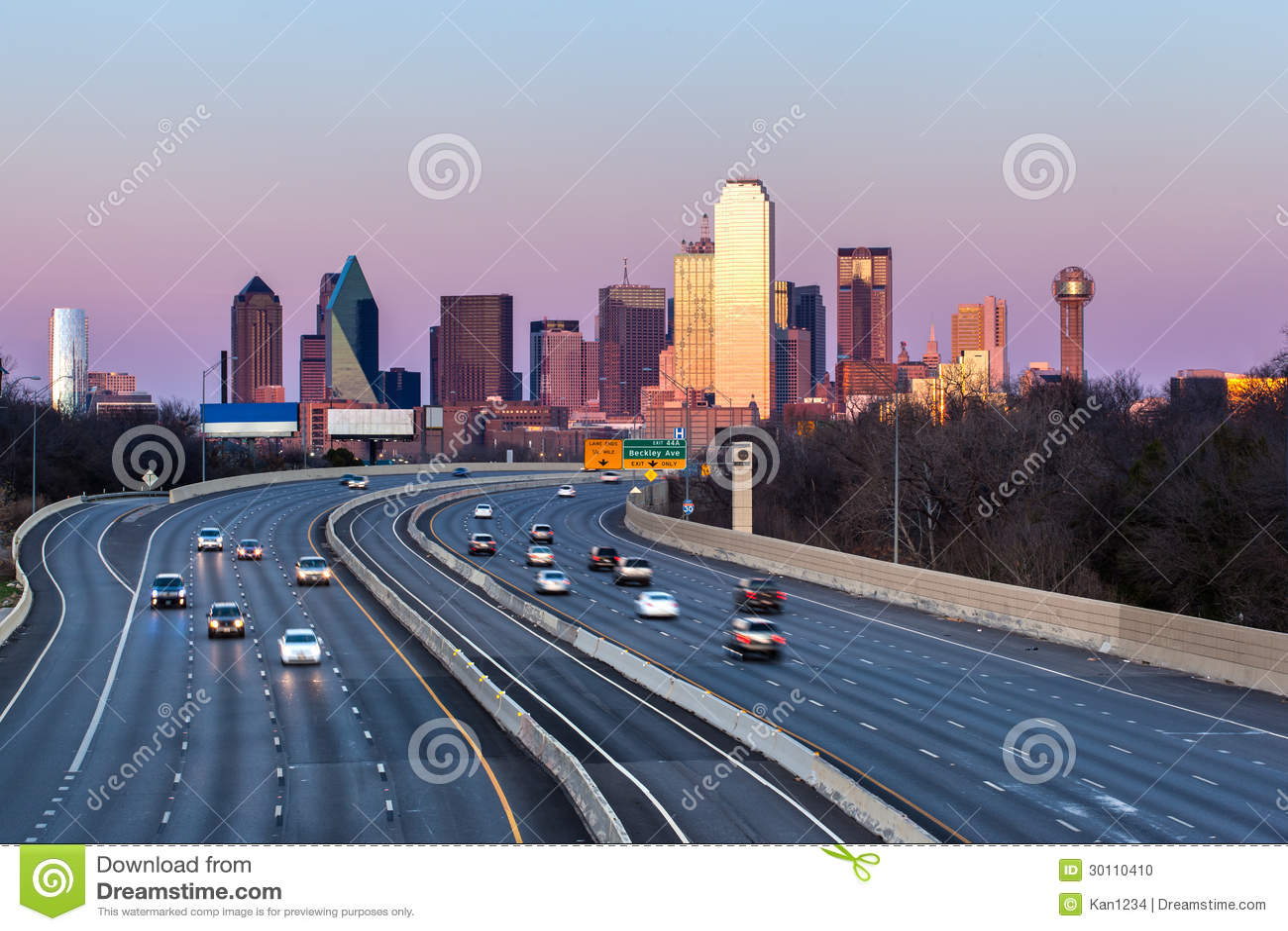 Horizon du centre de Dallas le soir