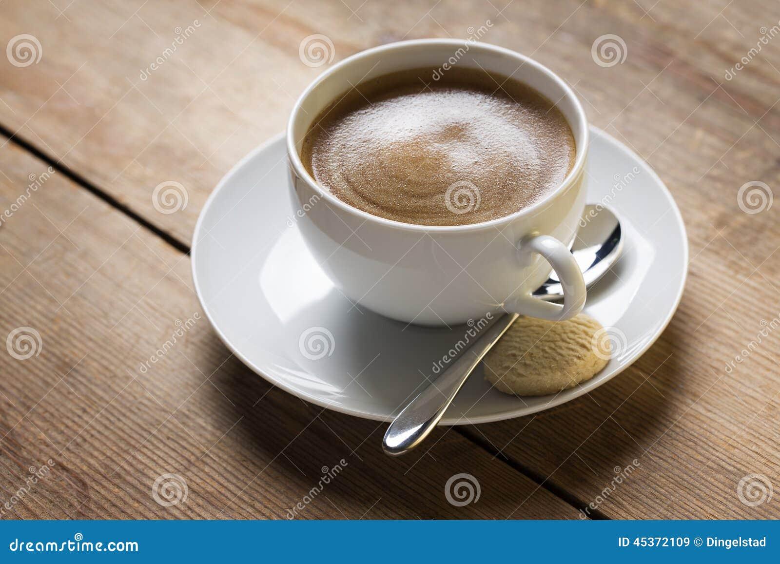 Image d une tasse de café sur un suacer