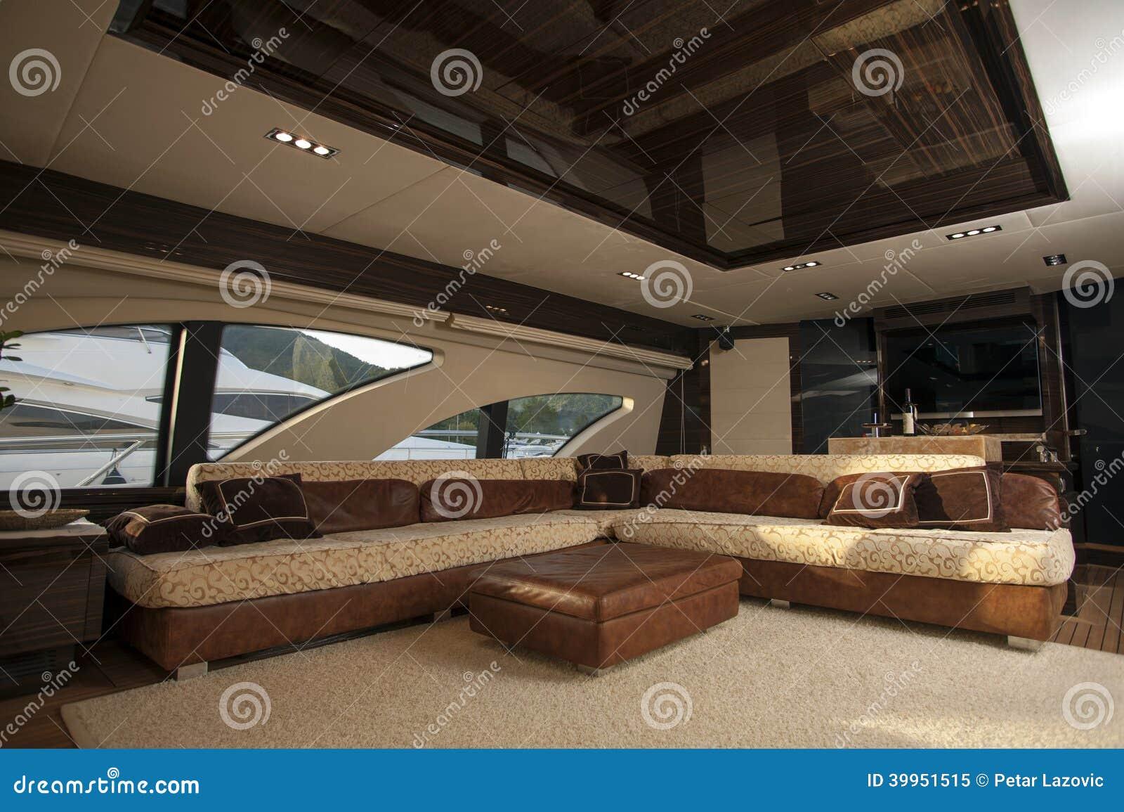 Image de carlingue int rieure et confortable de luxe de for Bateau de luxe interieur