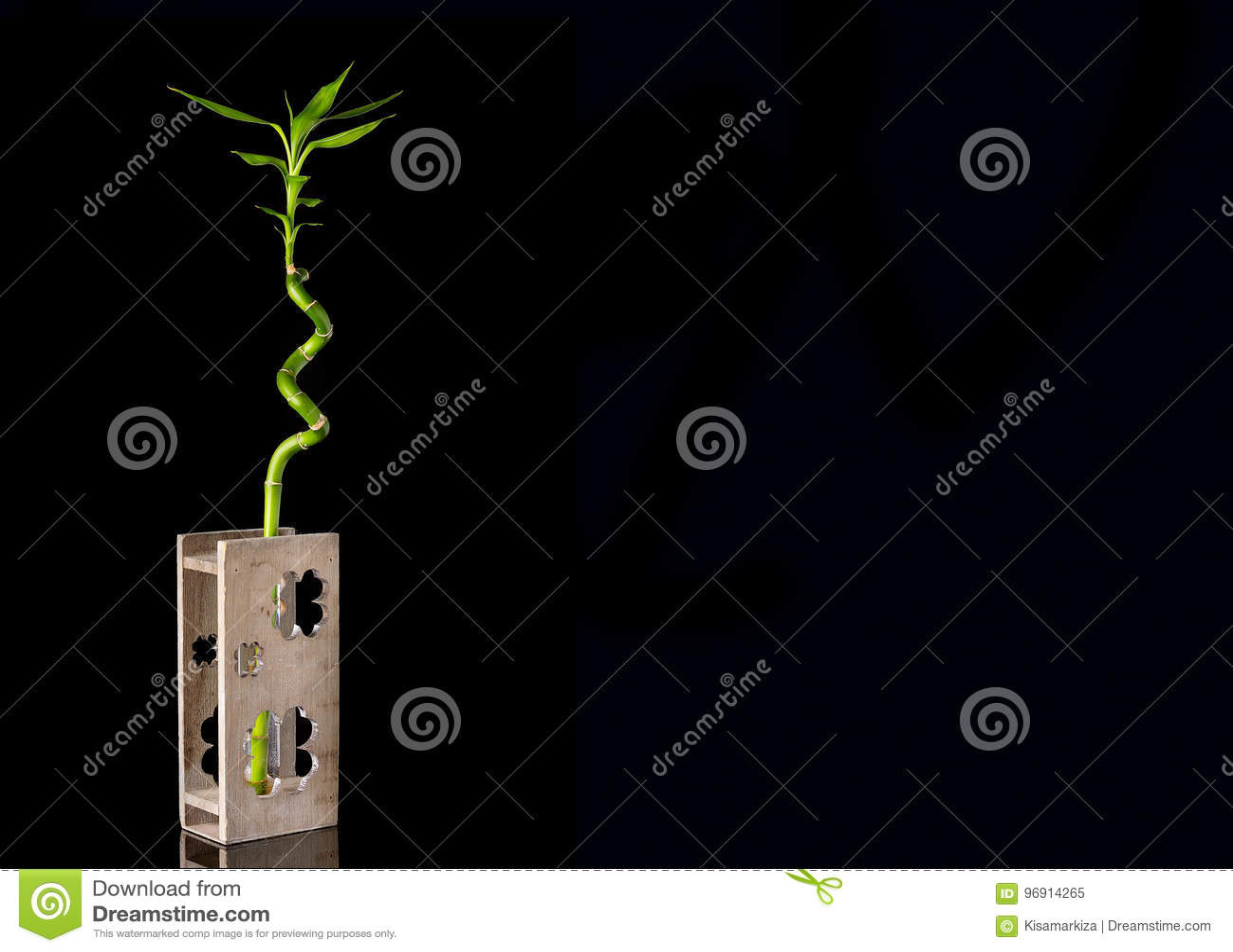 Image De Concept D Ecologie De Tige En Bambou Dans Le Vase En Bois