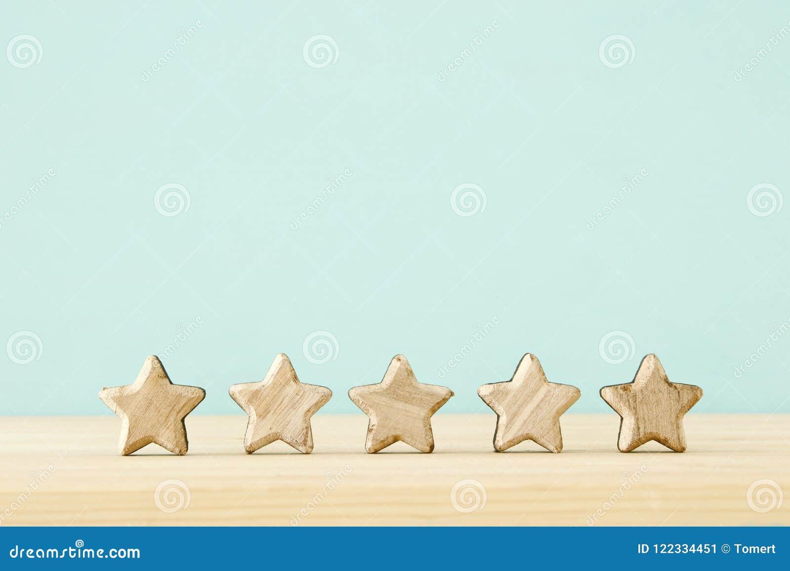 Image de concept de fixer un but de cinq étoiles augmentez l idée d estimation ou de rang, d évaluation et de classification