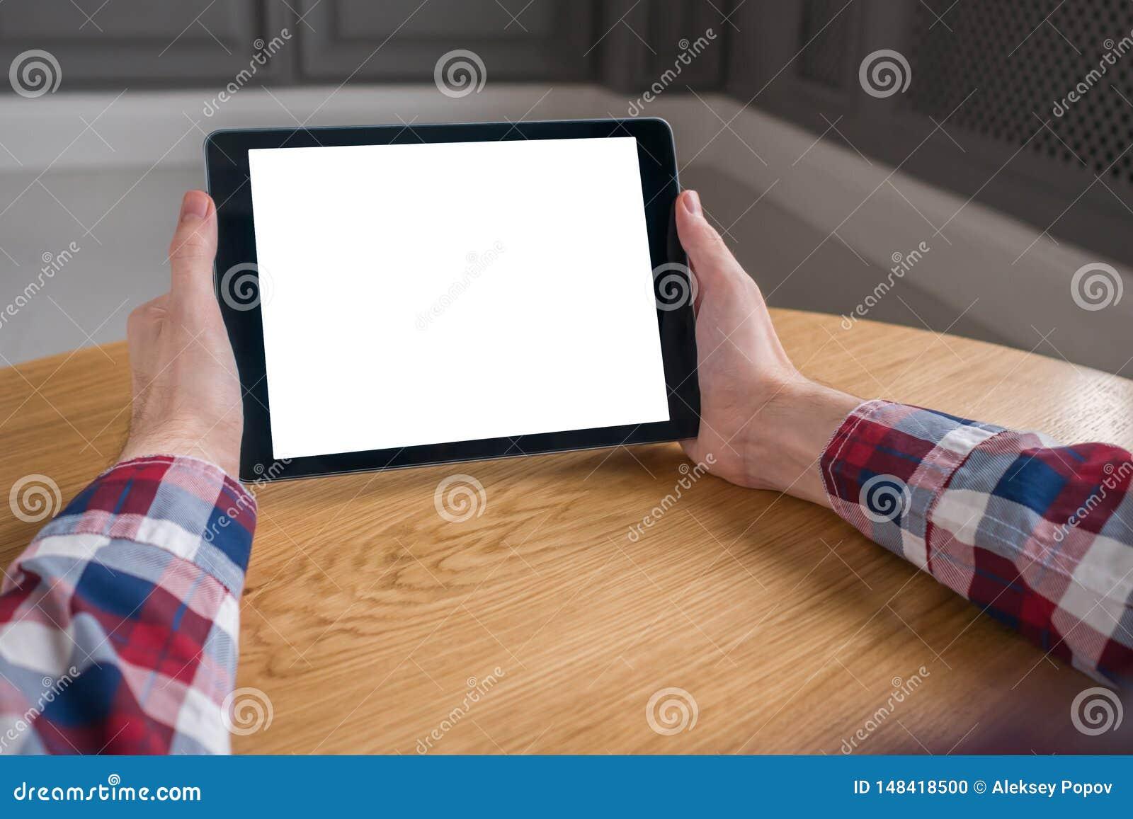 Image de maquette de tablette num?rique avec l ?cran vide blanc dans des mains de l homme