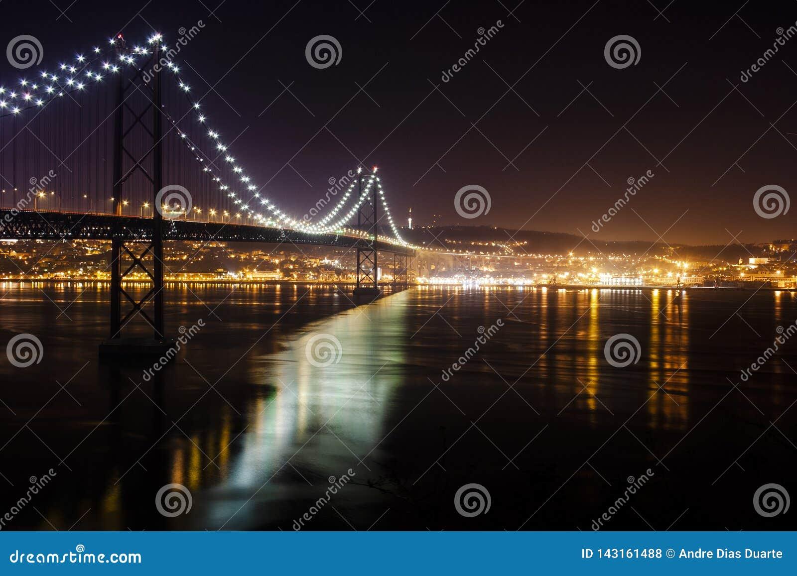 Image de nuit de pont