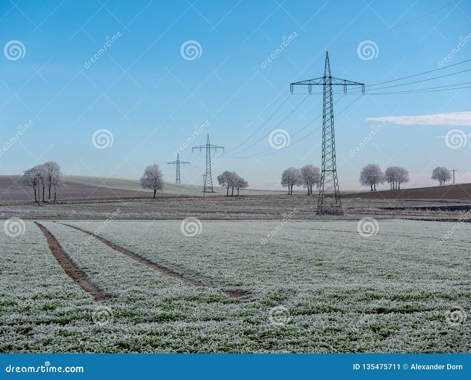 Image de paysage d hiver avec des lignes électriques