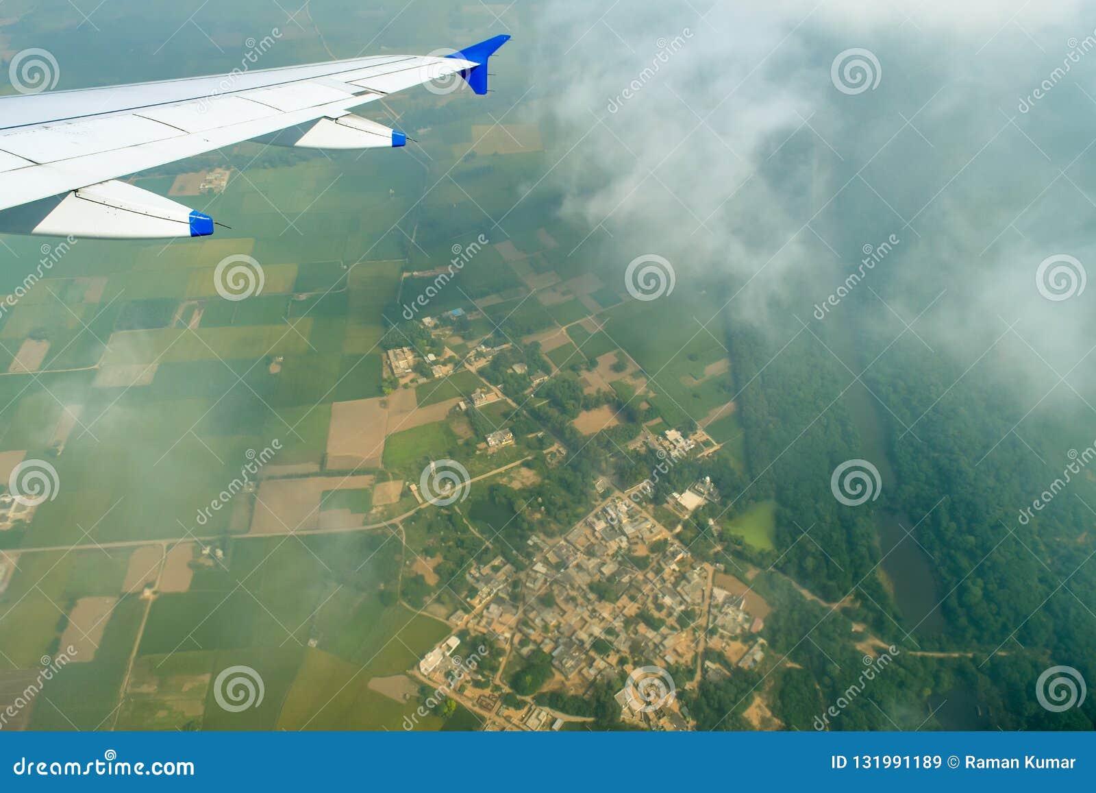 Image De Terre De Fenêtre Davion Image Stock Image Du Hublot