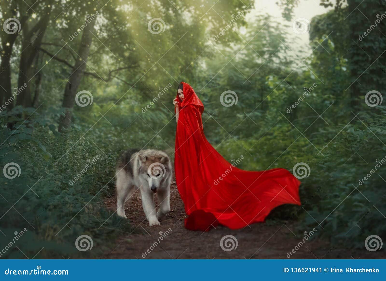 Image fantastique mignonne du caractère de conte de fées, fille aux cheveux foncés mystérieuse avec le long vol ondulant lumineux