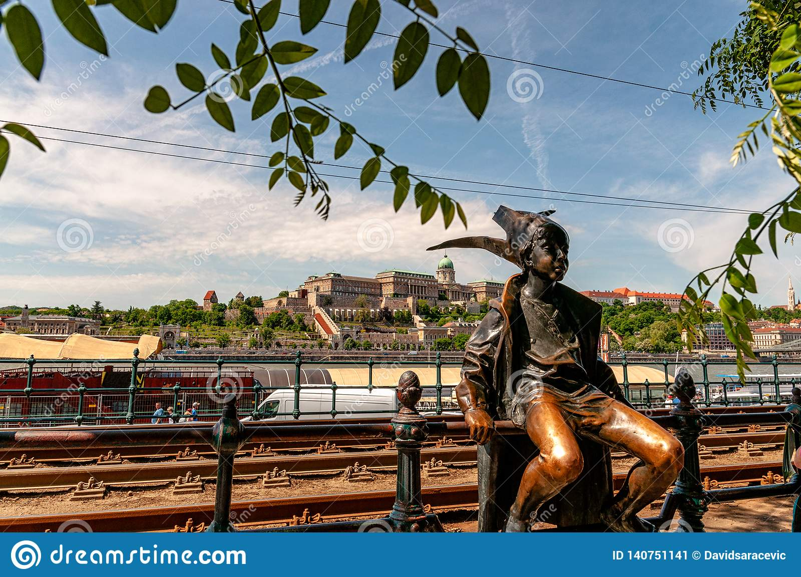 Image of little princess statue in budapest