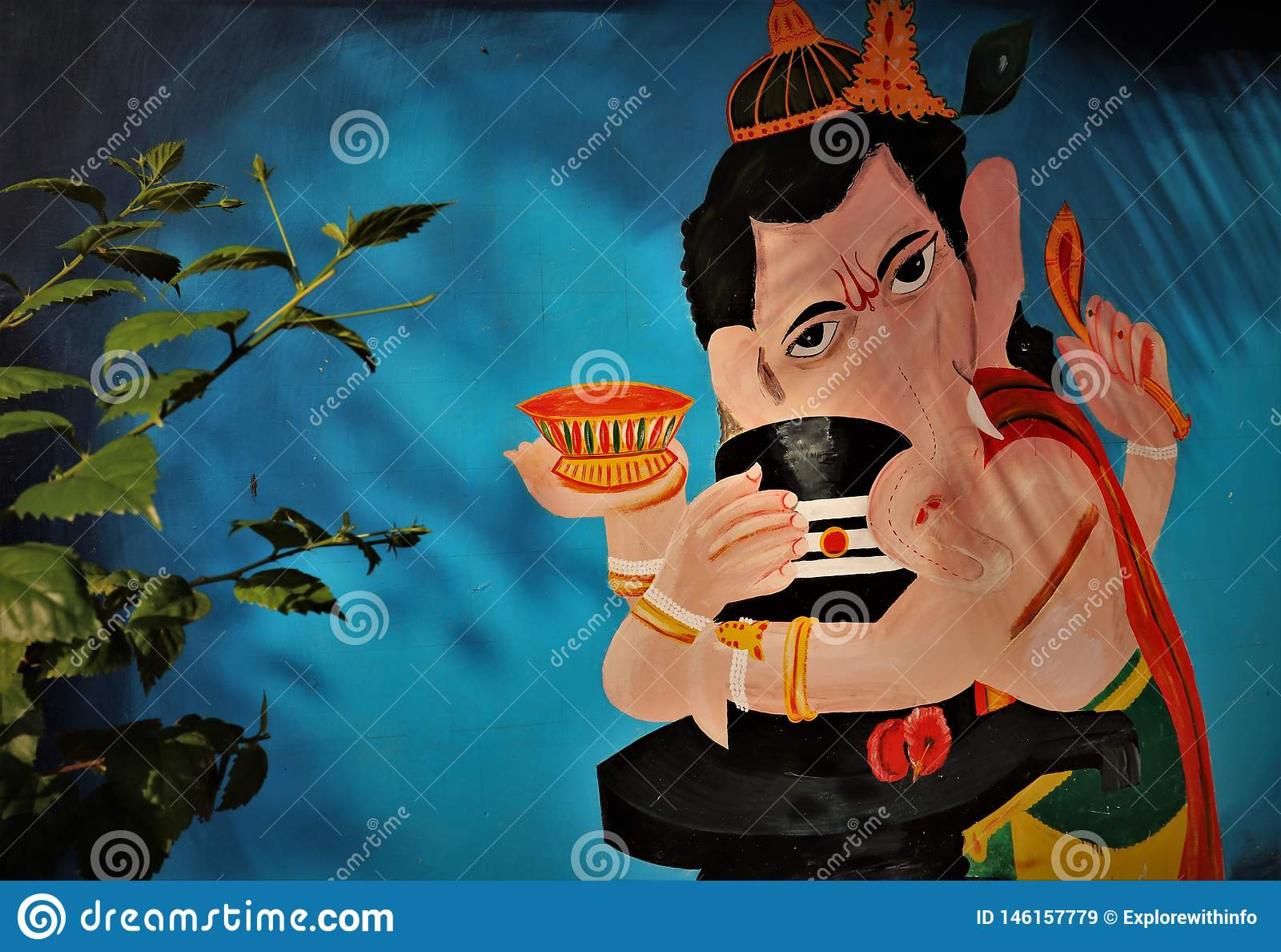 Image religieuse indoue d un dieu de ganesh de seigneur tenant shivling