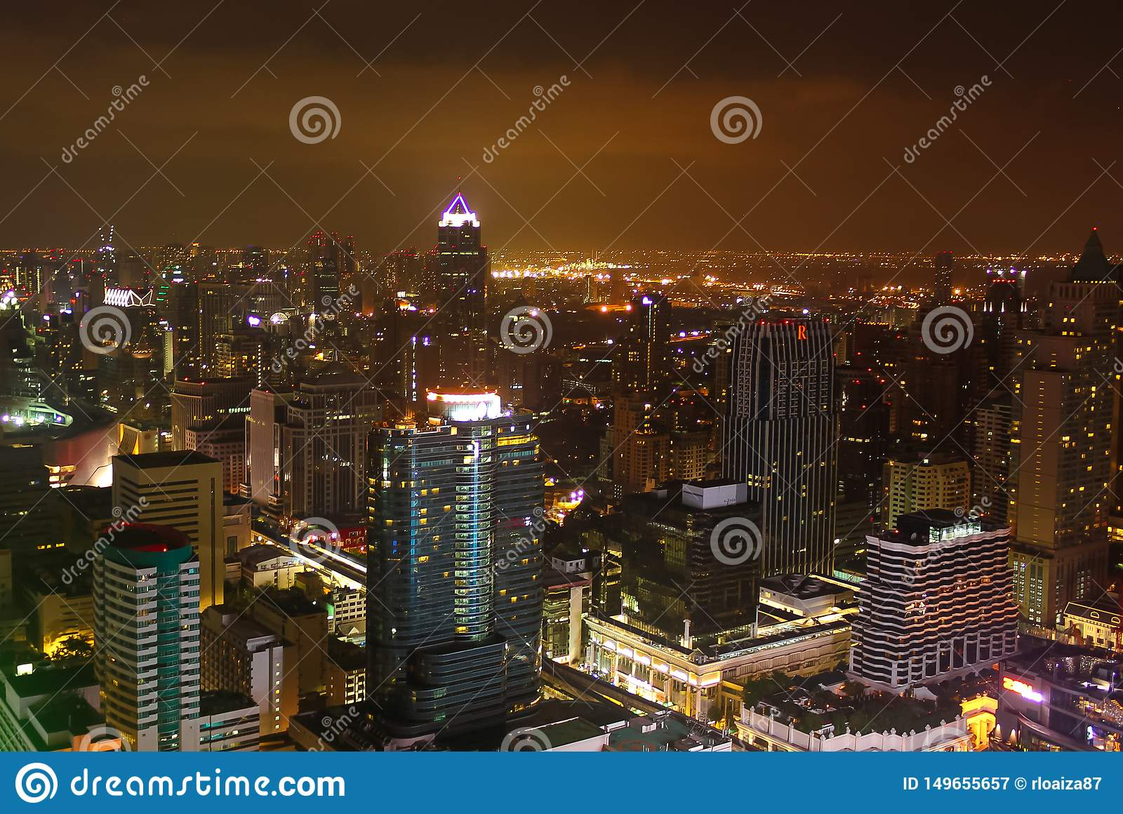 Image showing some buildings and lights of the city of Bangkok at night