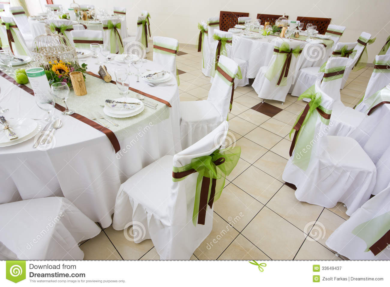 An image of tables setting at a luxury wedding hall & An Image Of Tables Setting At A Luxury Wedding Hall Stock Image ...