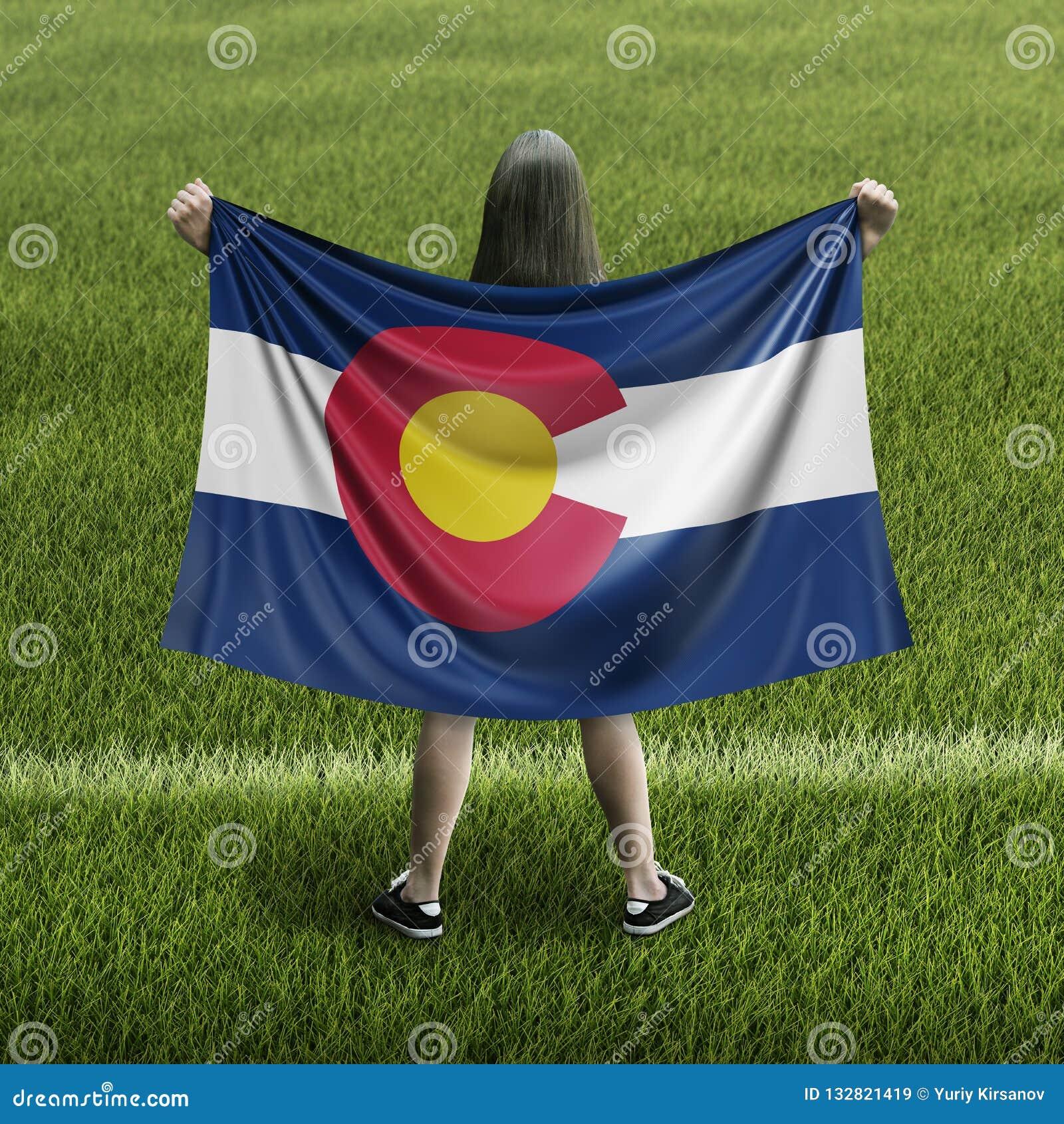 Women and Colorado flag