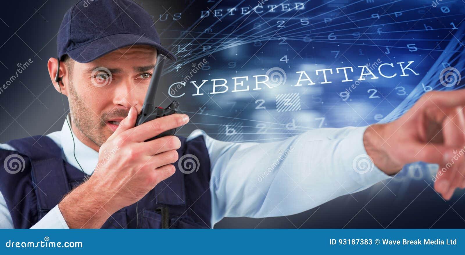 Imagem composta do agente da segurança que fala no Walkietalkie ao apontar afastado