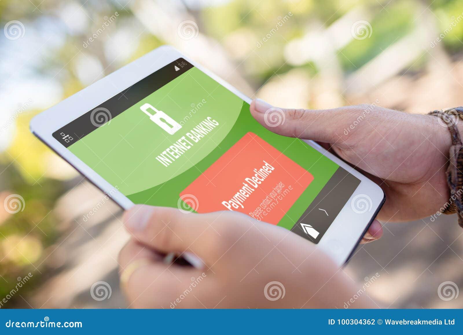 A imagem composta dos Internet banking text na tela móvel