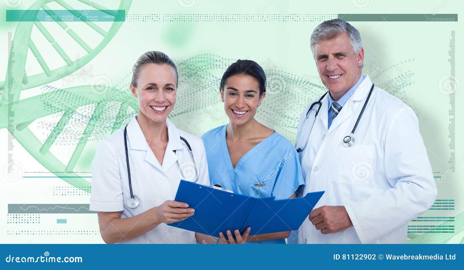 Imagem 3D composta do retrato de doutores e da enfermeira felizes com prancheta