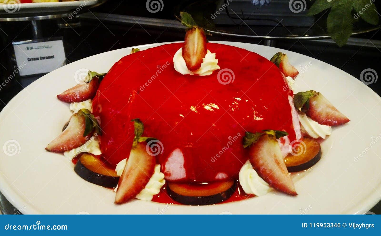 Imagem da torta deliciosa simples do jello da morango