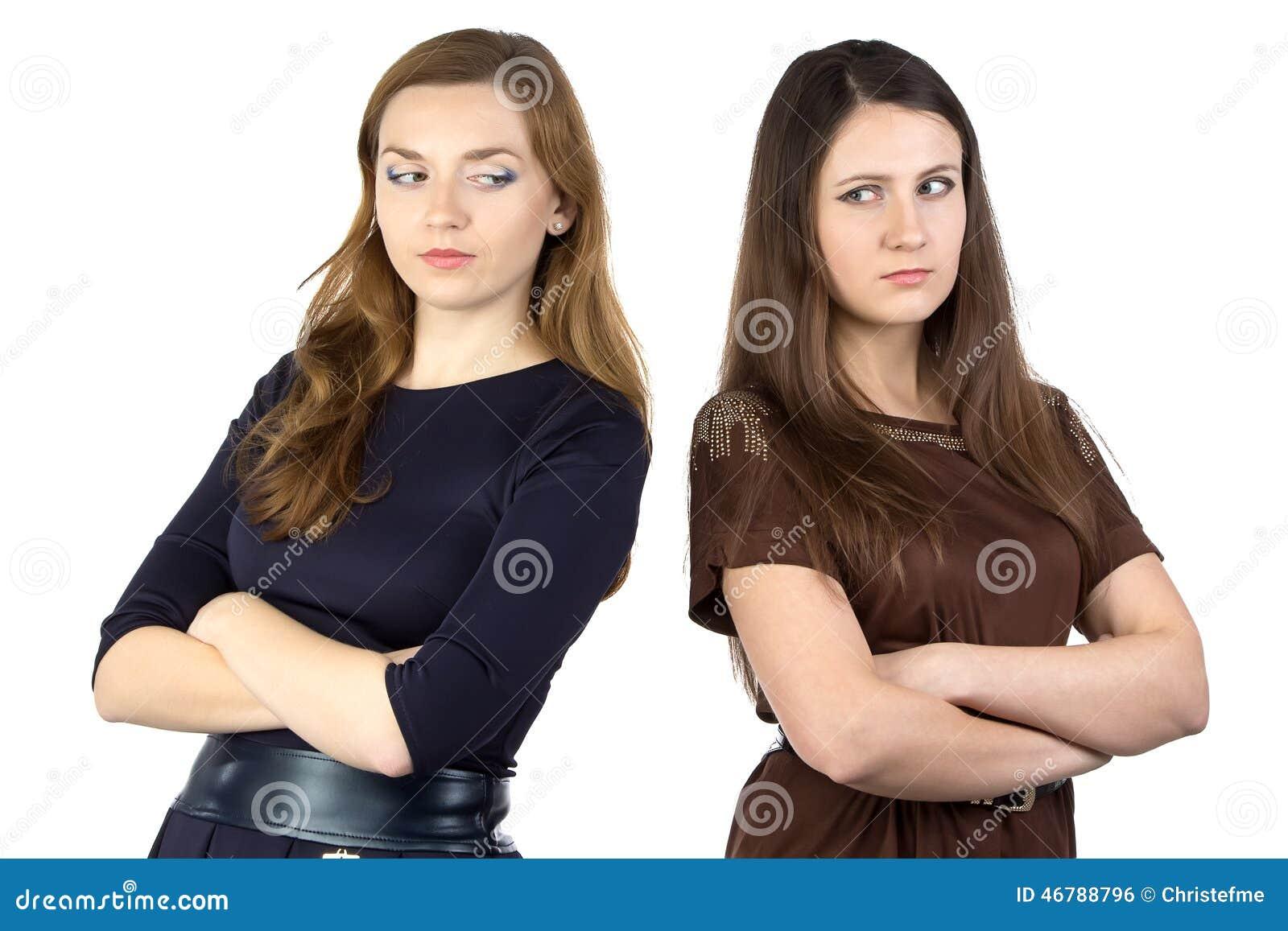 Imagem de duas mulheres sérias