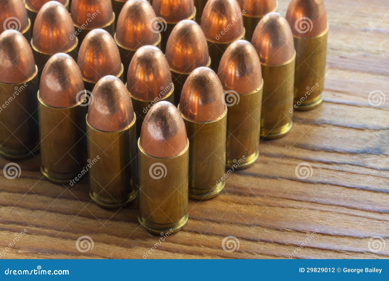 Balas de 9mm na madeira