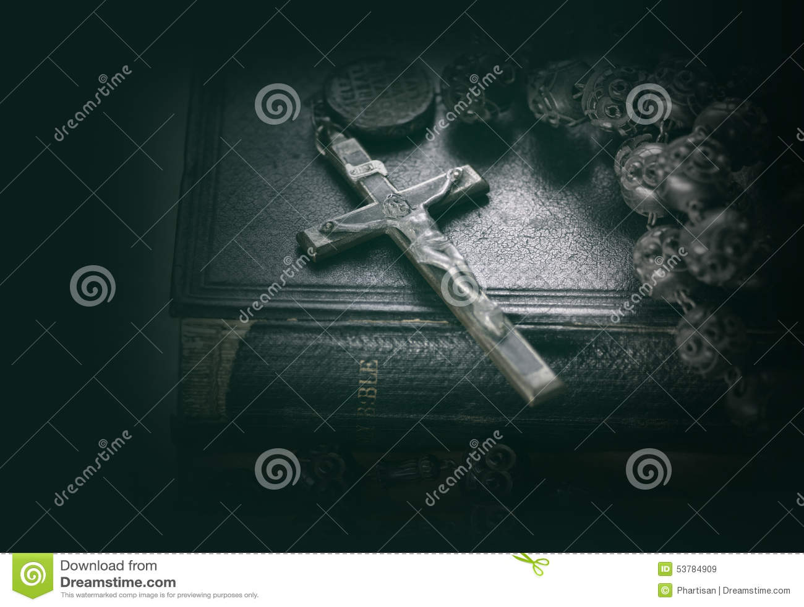 Imagem religiosa do conceito da Bíblia e da cruz
