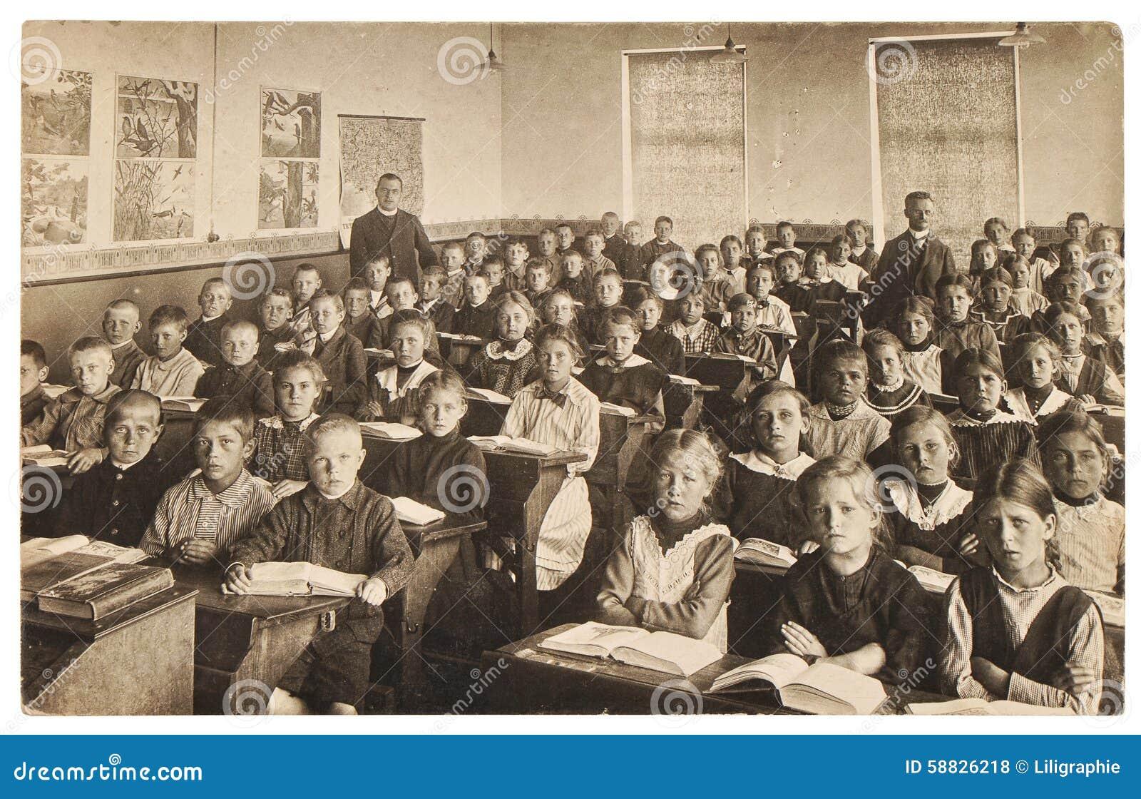 Imagem retro dos colegas grupo de crianças na sala de aula