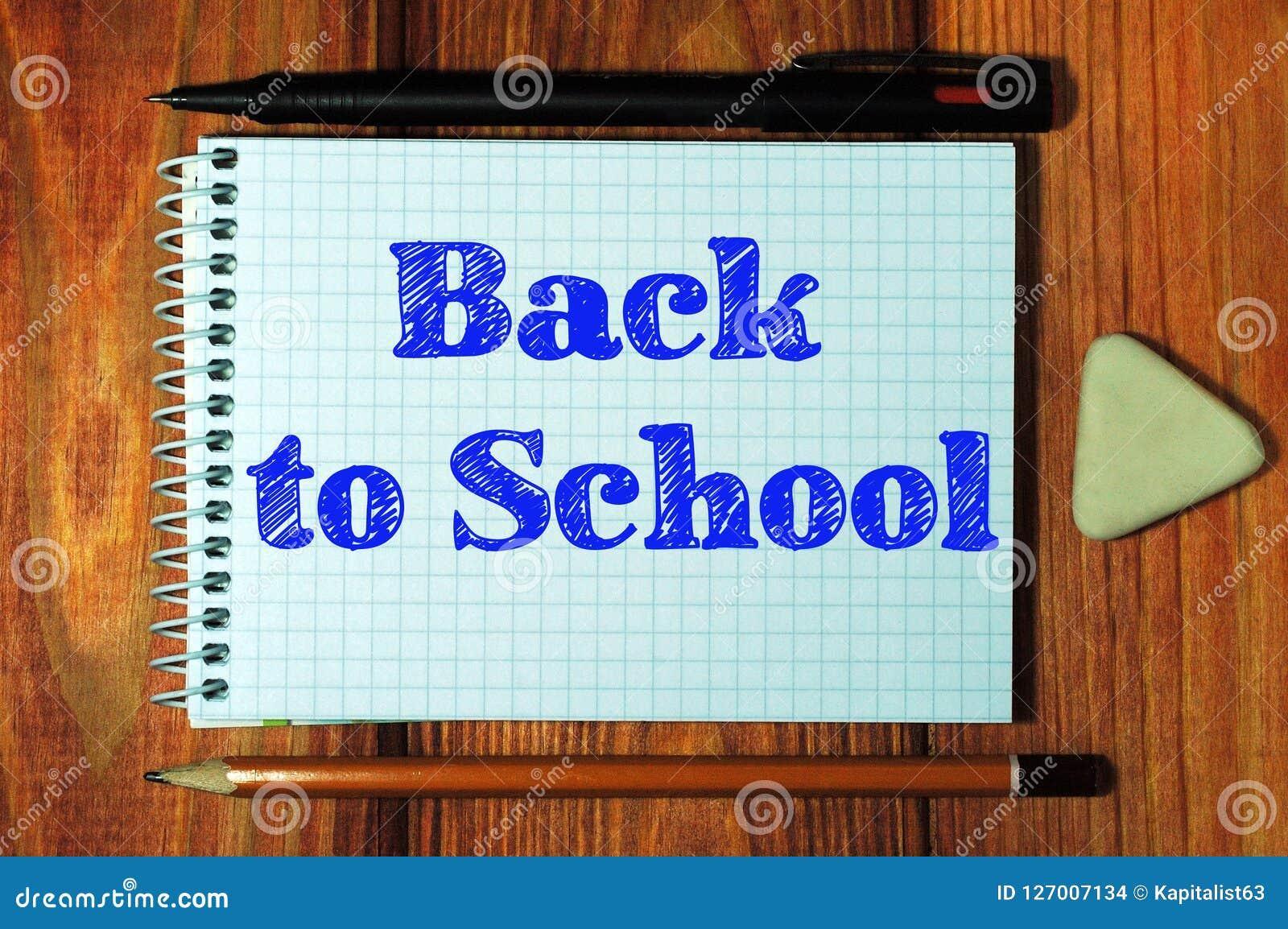 Imagen compuesta de la imagen digital de nuevo al texto de escuela
