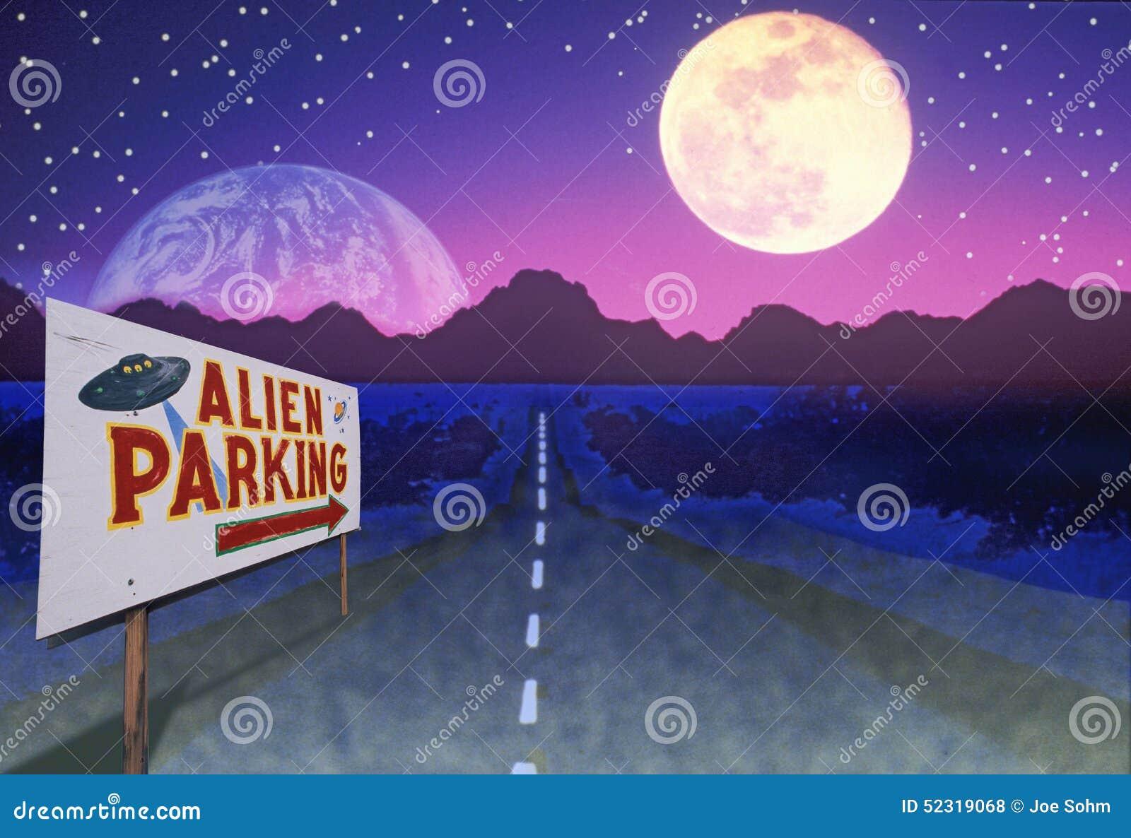 Imagen compuesta de un estacionamiento extranjero de la lectura de la señal de tráfico y de un camino que llevan a las montañas d