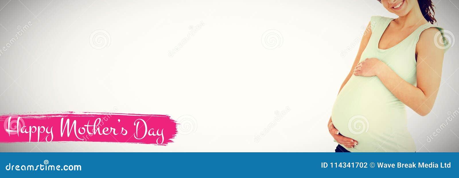 Imagen compuesta del compuesto digital del día de madres feliz contra el fondo blanco