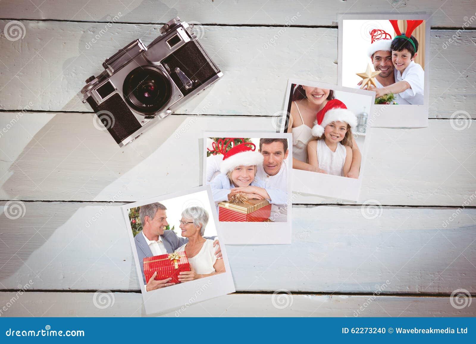 Imagen compuesta del padre y del hijo que adornan el árbol de navidad
