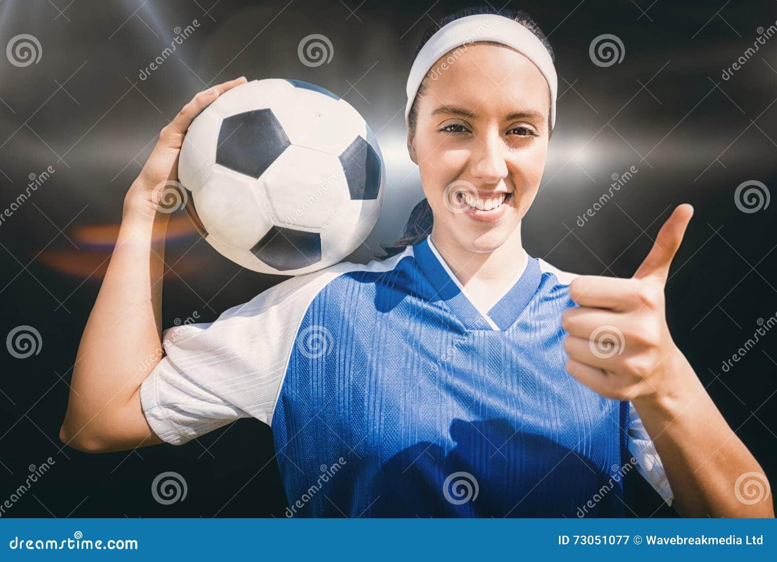 Imagen Compuesta Del Retrato Del Futbolista Feliz De La Mujer Que Celebra Un Futbol Imagen De Archivo Imagen De Futbolista Futbol 73051077 Porque somos el pilar de nuestras familias, corazón de nuestro trabajo e impulso de nuestra propia superación. dreamstime