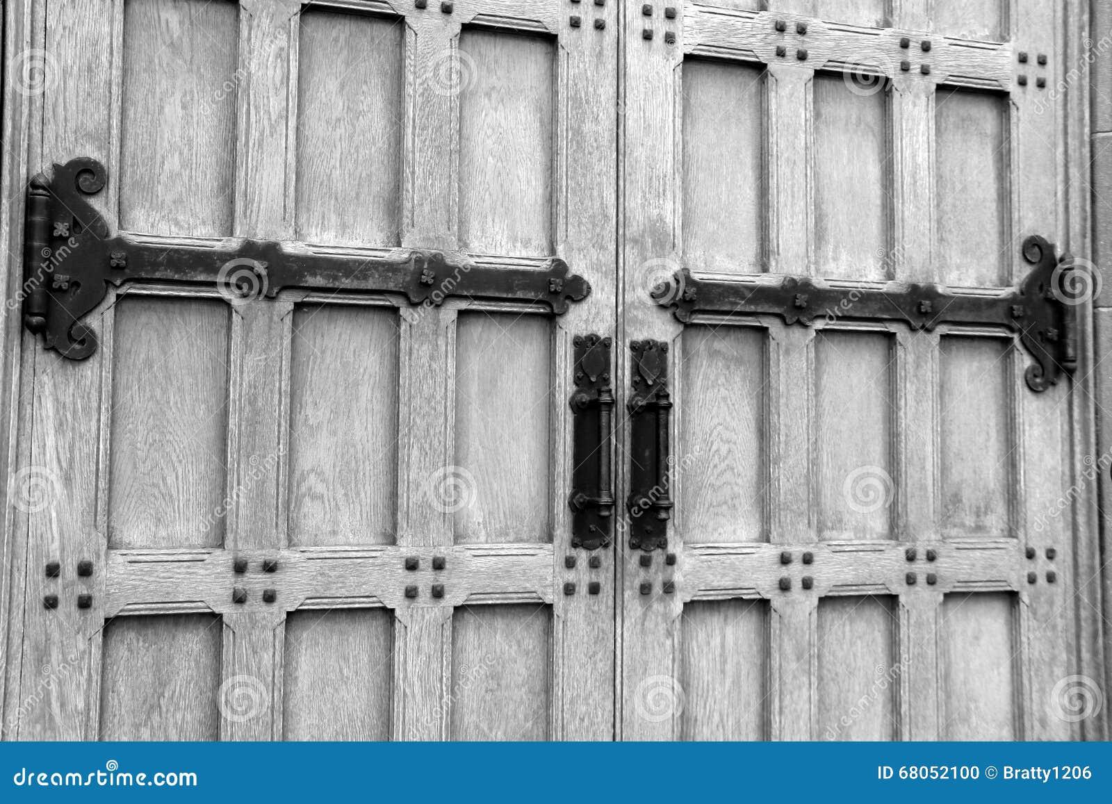 Imagen De Puertas Impresionantes Con Hardware Elaborado Foto De