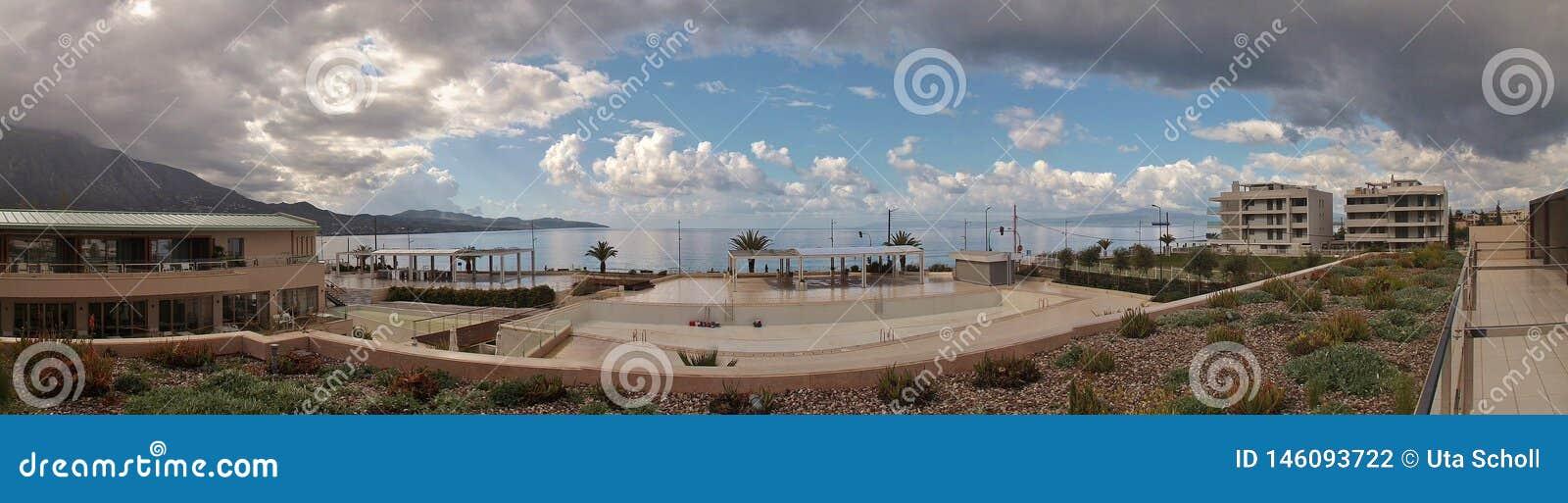 Imagen del panorama de la bahía de Messinian en Kalamata, Peloponeso, Grecia, Europa