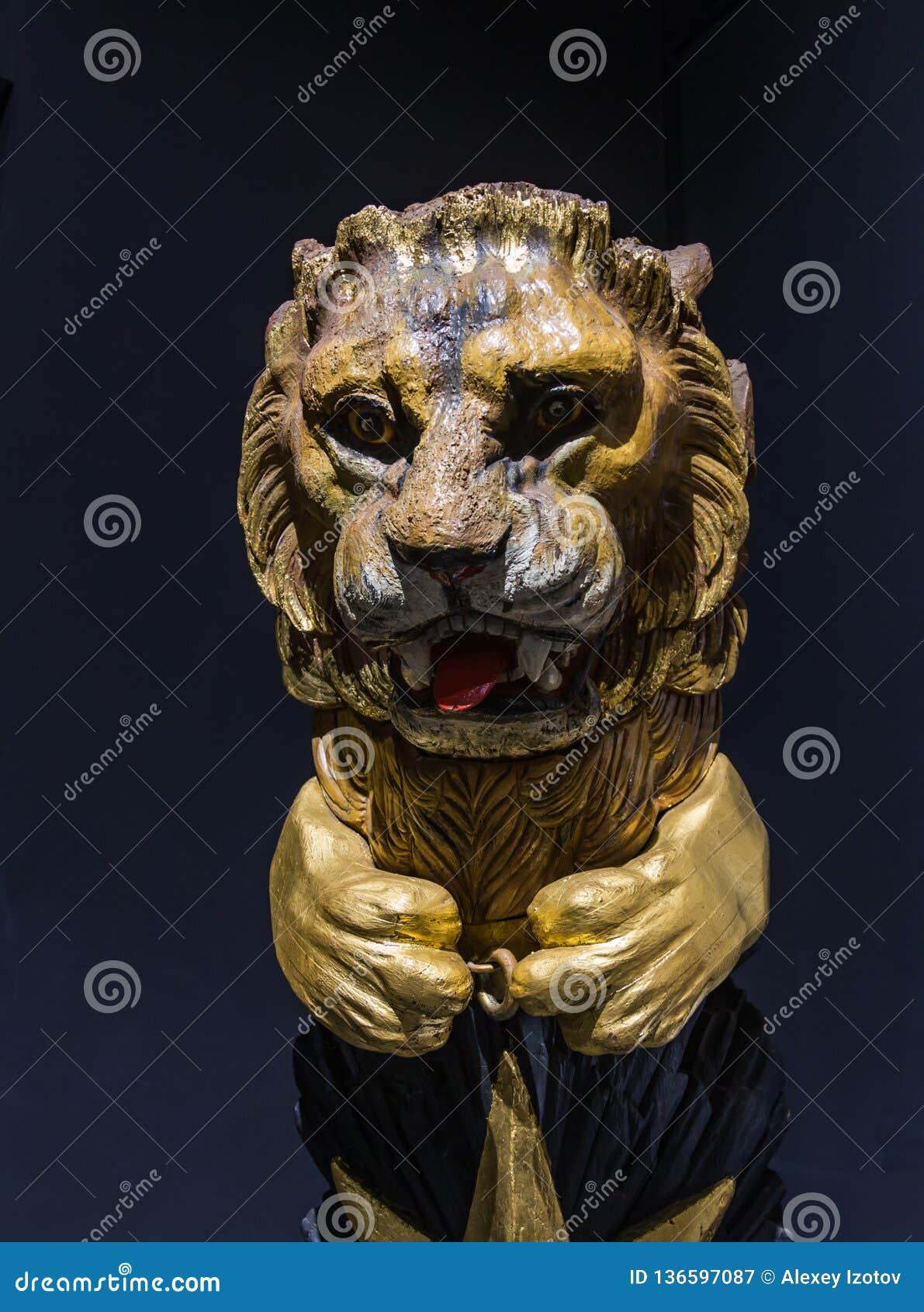 Imagen del vintage de la cabeza de un león en el arco de una nave en Estambul, Turquía