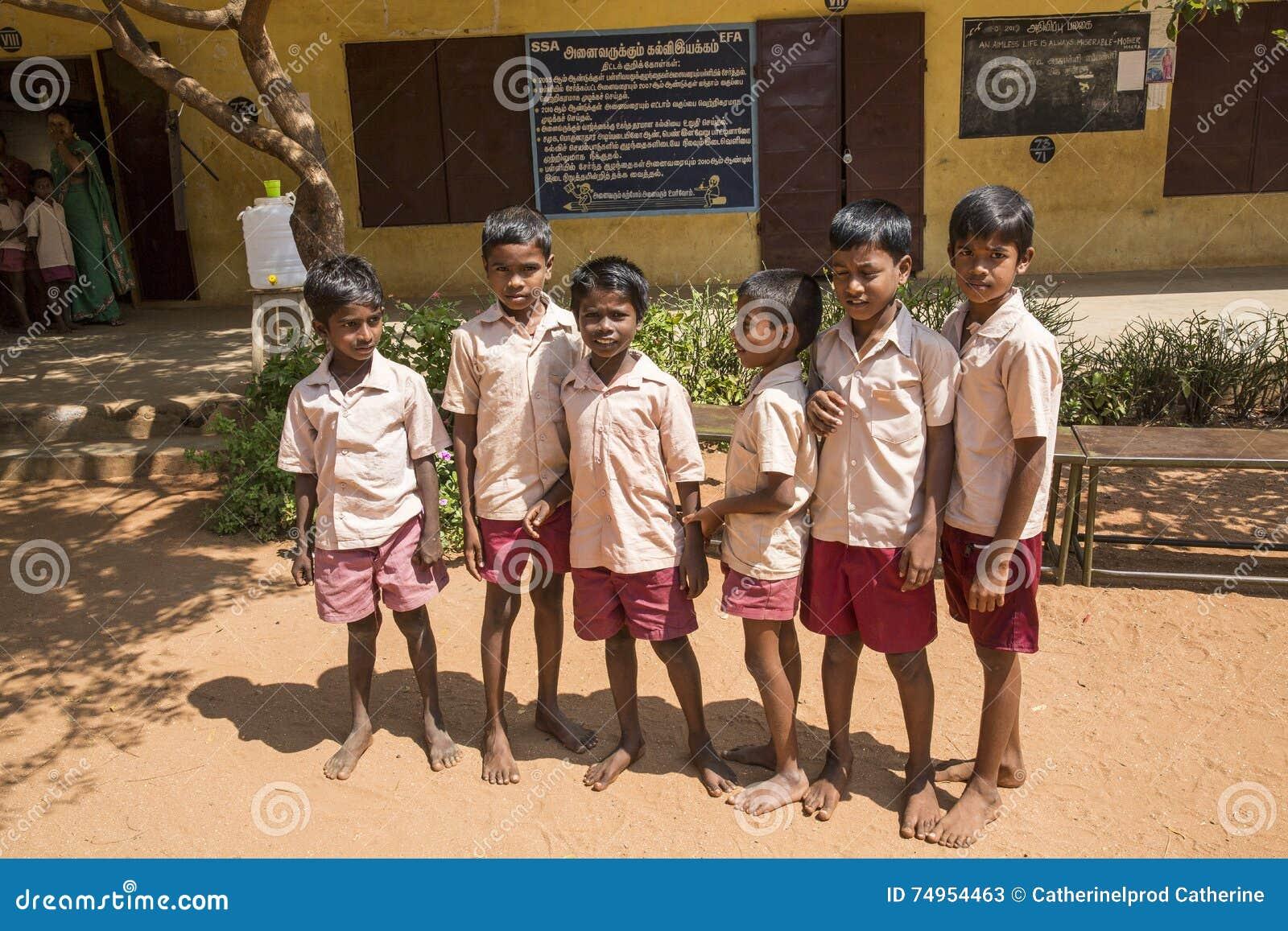 Imagen documental Edotorial Estudiantes de la escuela
