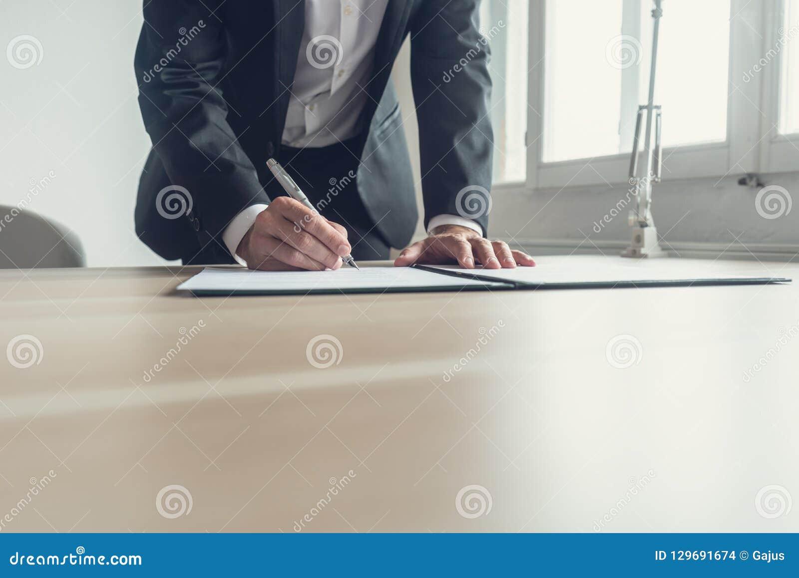 Imagen retra de un testamento de firma del abogado