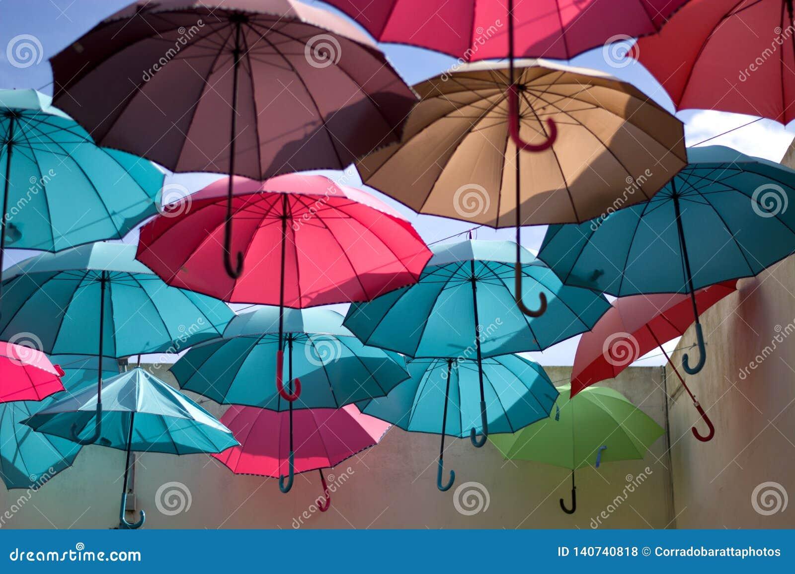 Imagination des parapluies multicolores comme l arc-en-ciel