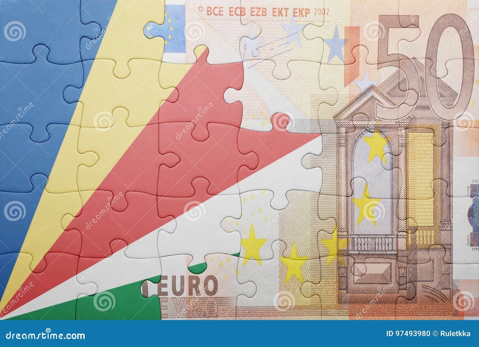 Imbarazzi con la bandiera nazionale delle Seychelles e di euro banconota