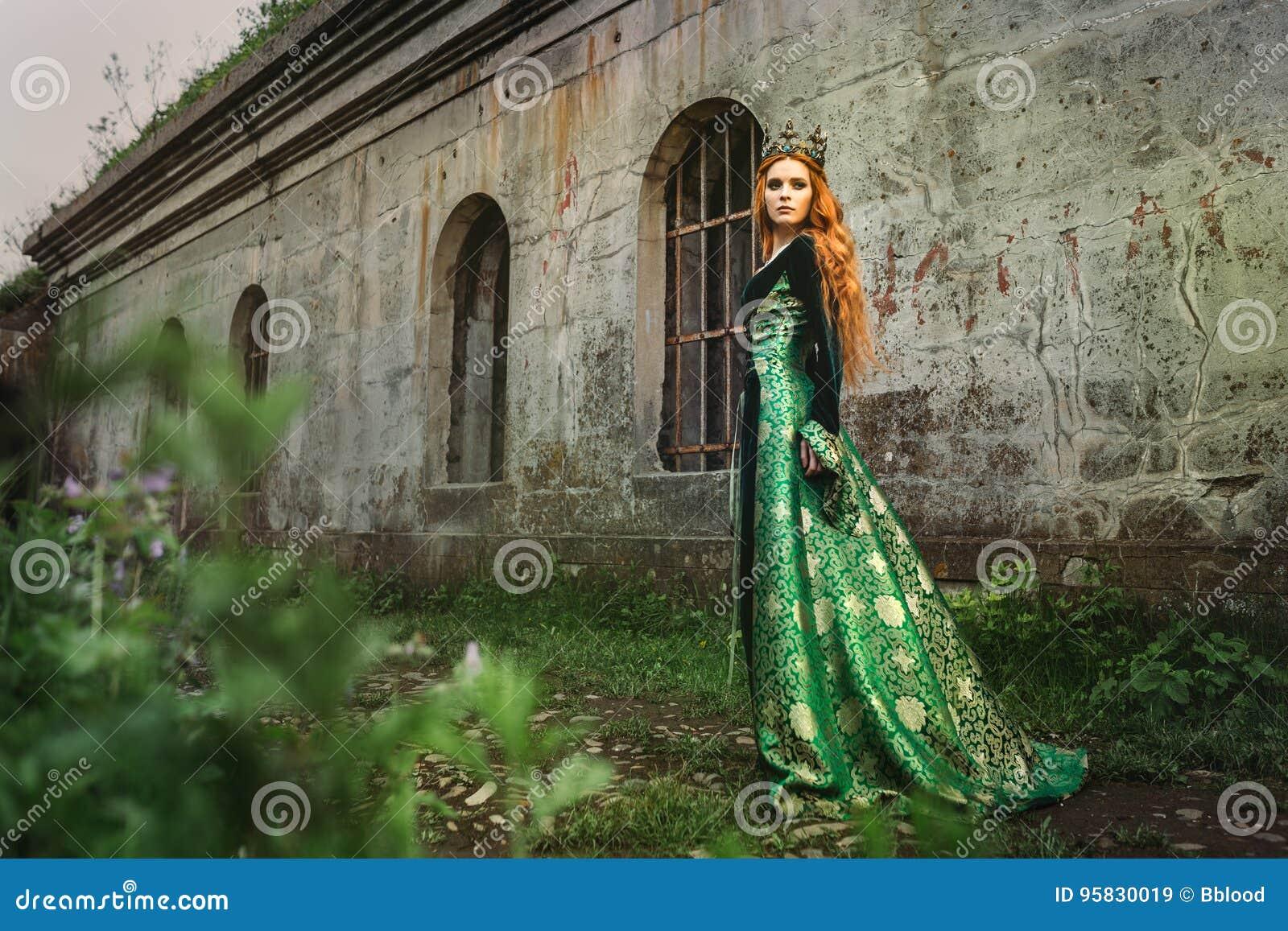 Imbirowa królowa blisko kasztelu