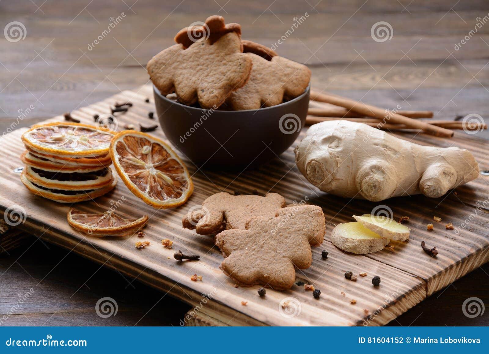 Imbirowi ciastka i wysuszona cytryna