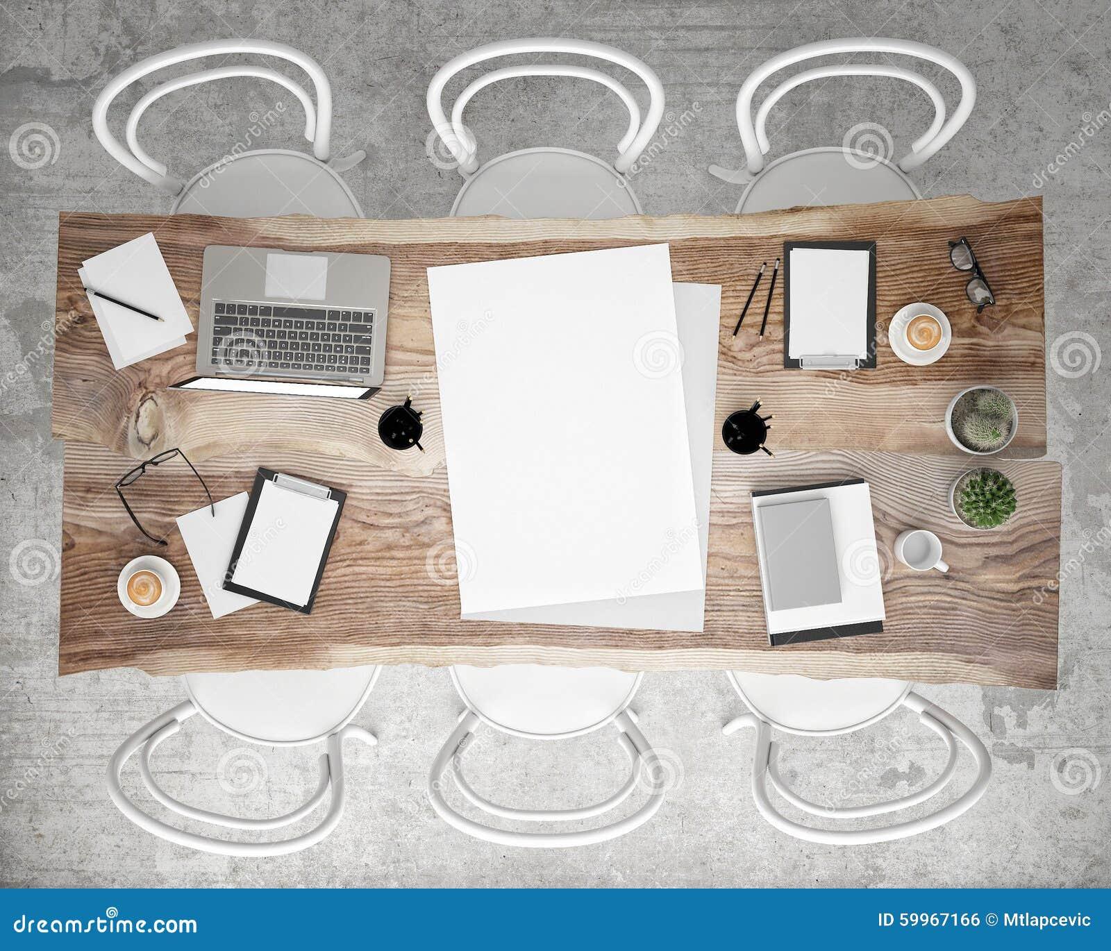 Imite encima de la mesa de reuniones de la reunión del cartel con los accesorios y los ordenadores portátiles, fondo interior de
