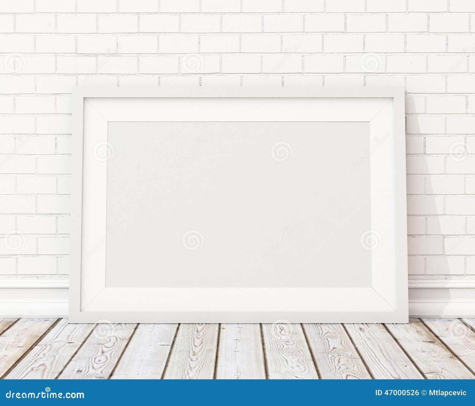 Imite encima de marco horizontal blanco en blanco en la pared de ladrillo blanca y el piso del vintage