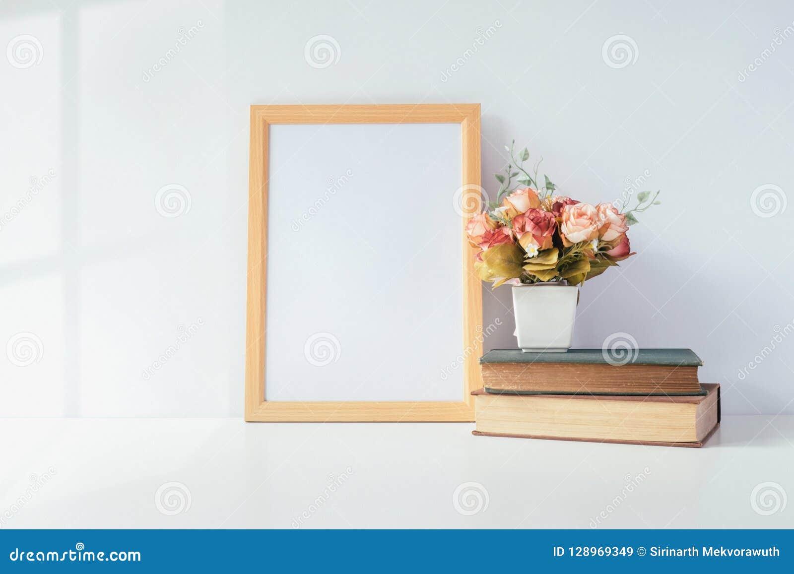 Imite encima del marco con la planta verde en la tabla, diciembre casero de la foto del retrato