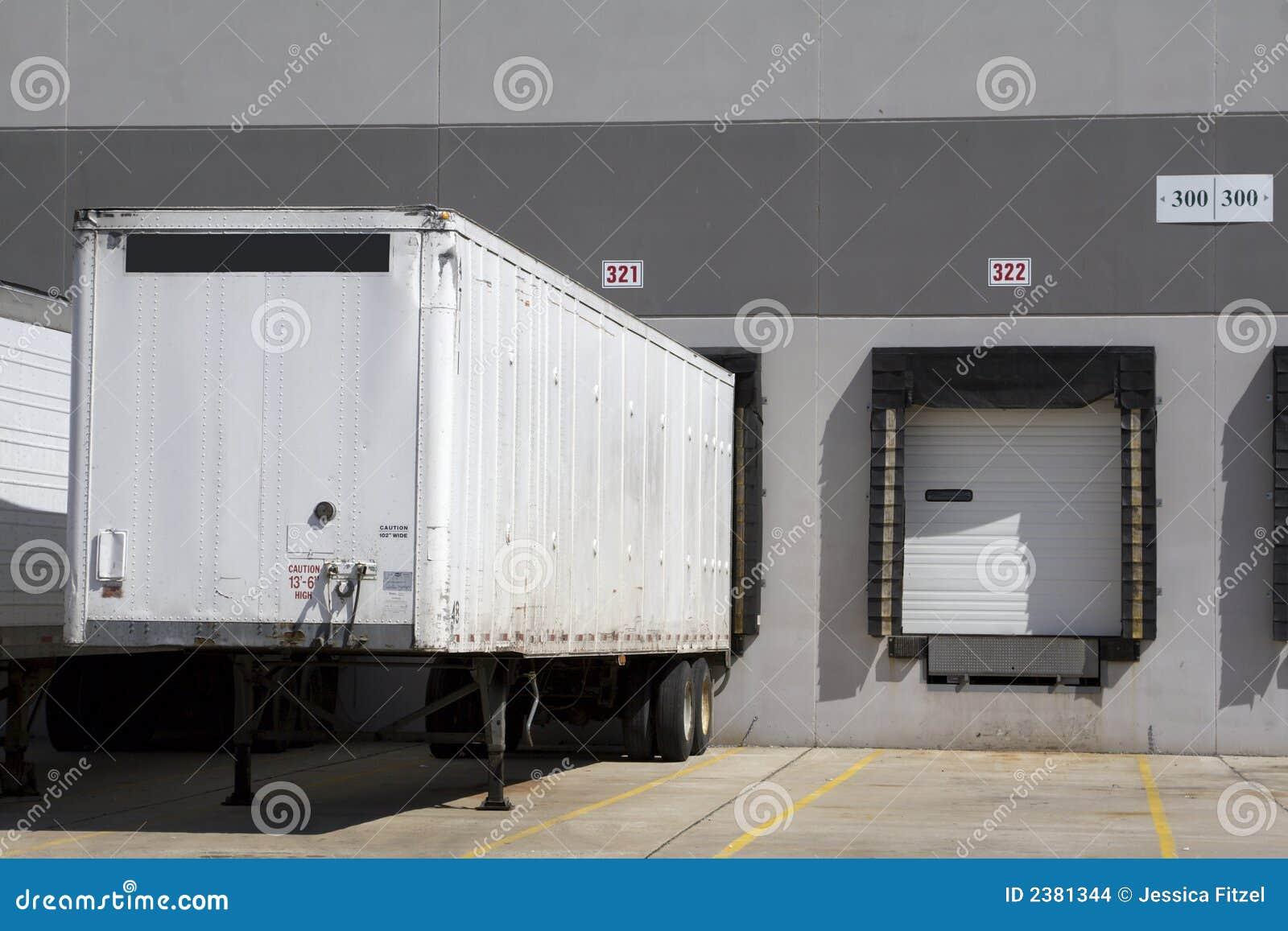 Immagazzini il caricamento del camion