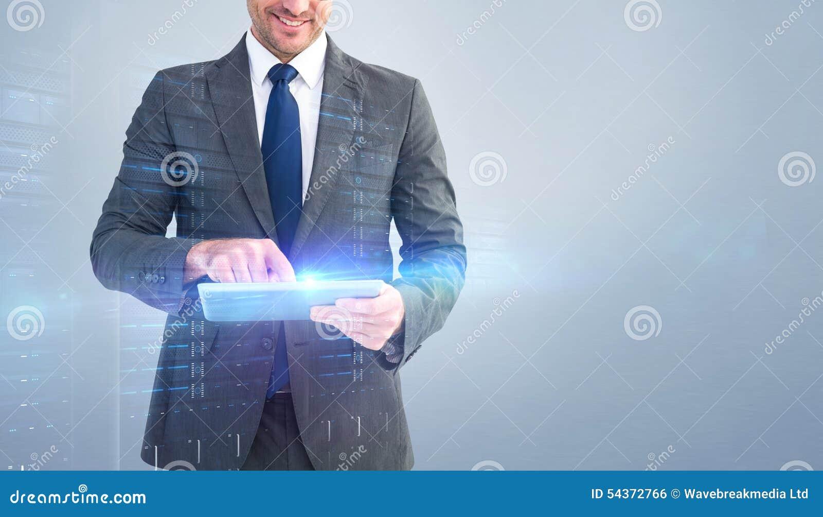 Immagine composita dell 39 uomo d 39 affari facendo uso del suo for Planimetrie della caverna dell uomo