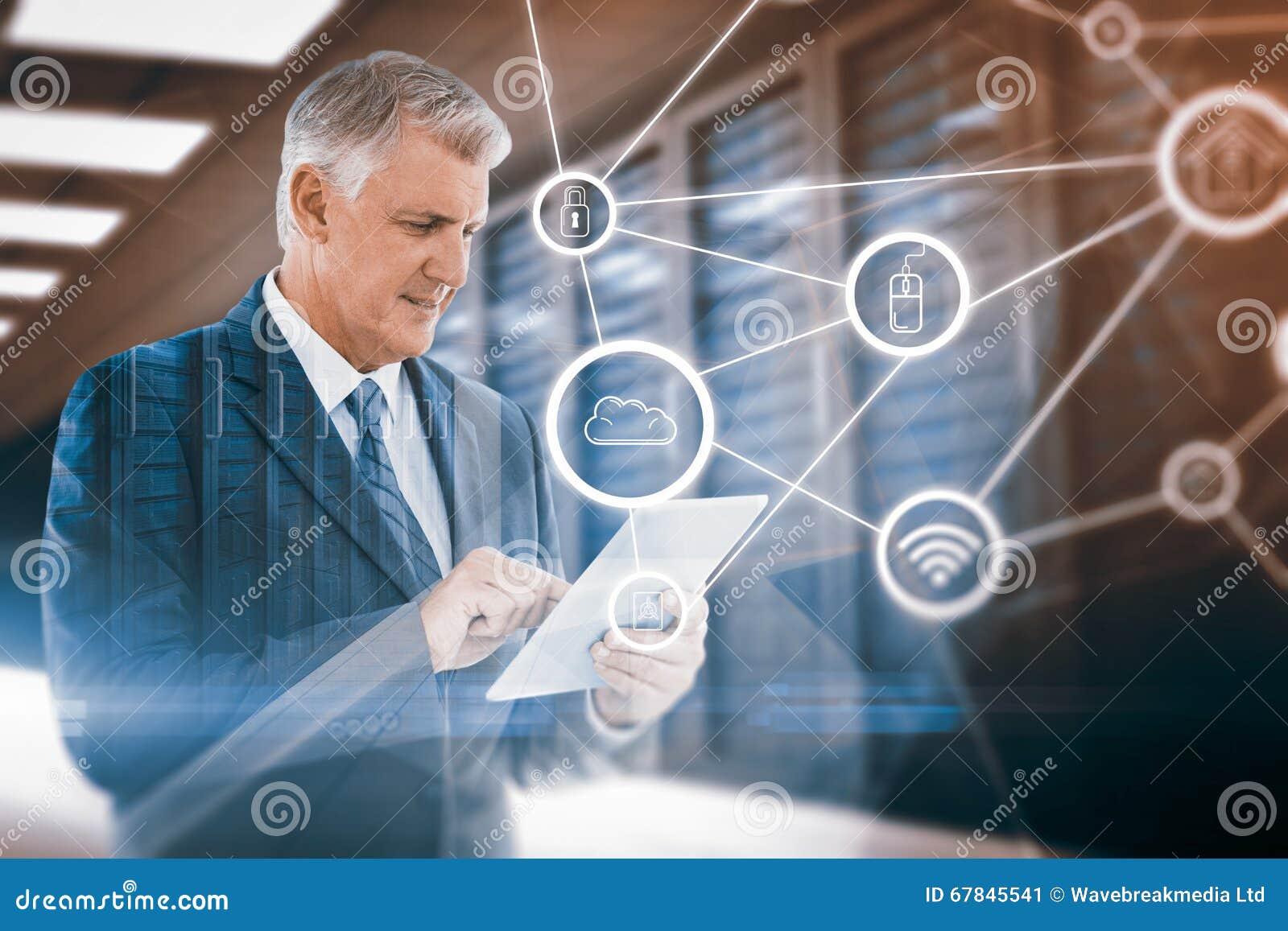 Immagine composita dell uomo d affari facendo uso della sua compressa