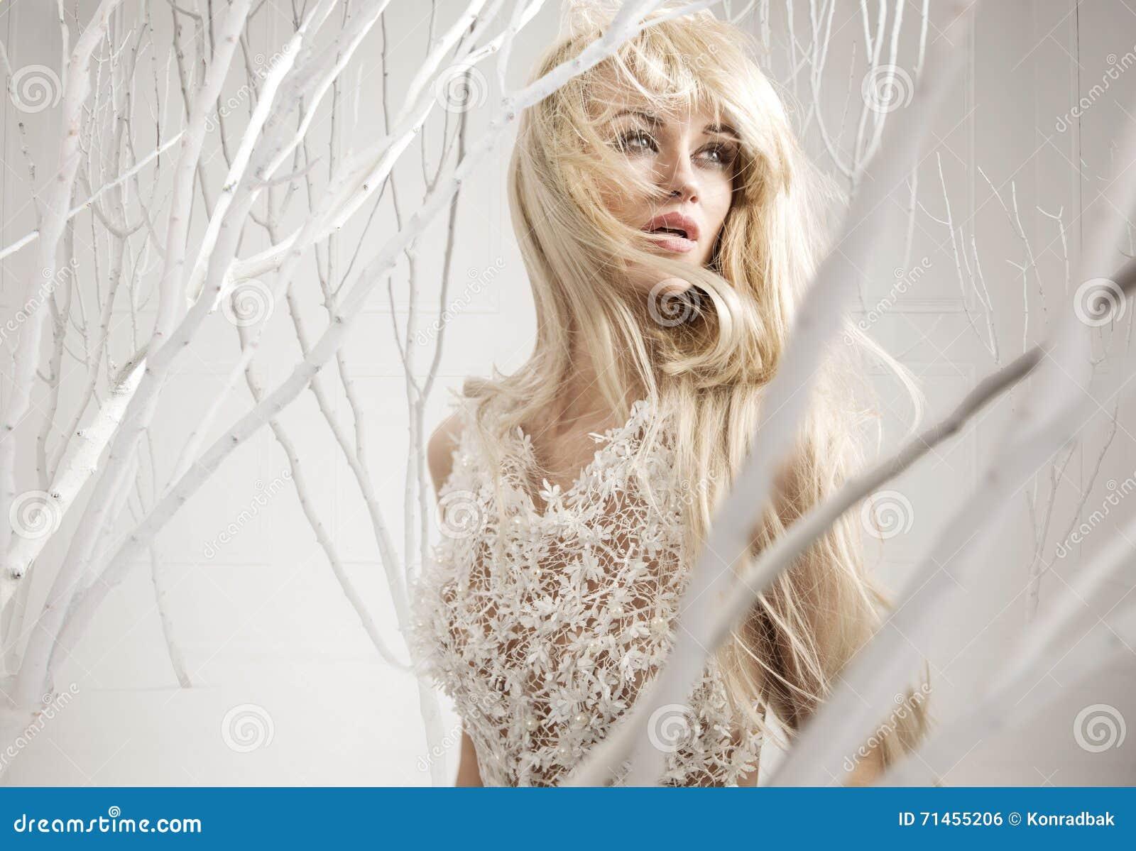 Immagine concettuale di una donna attraente