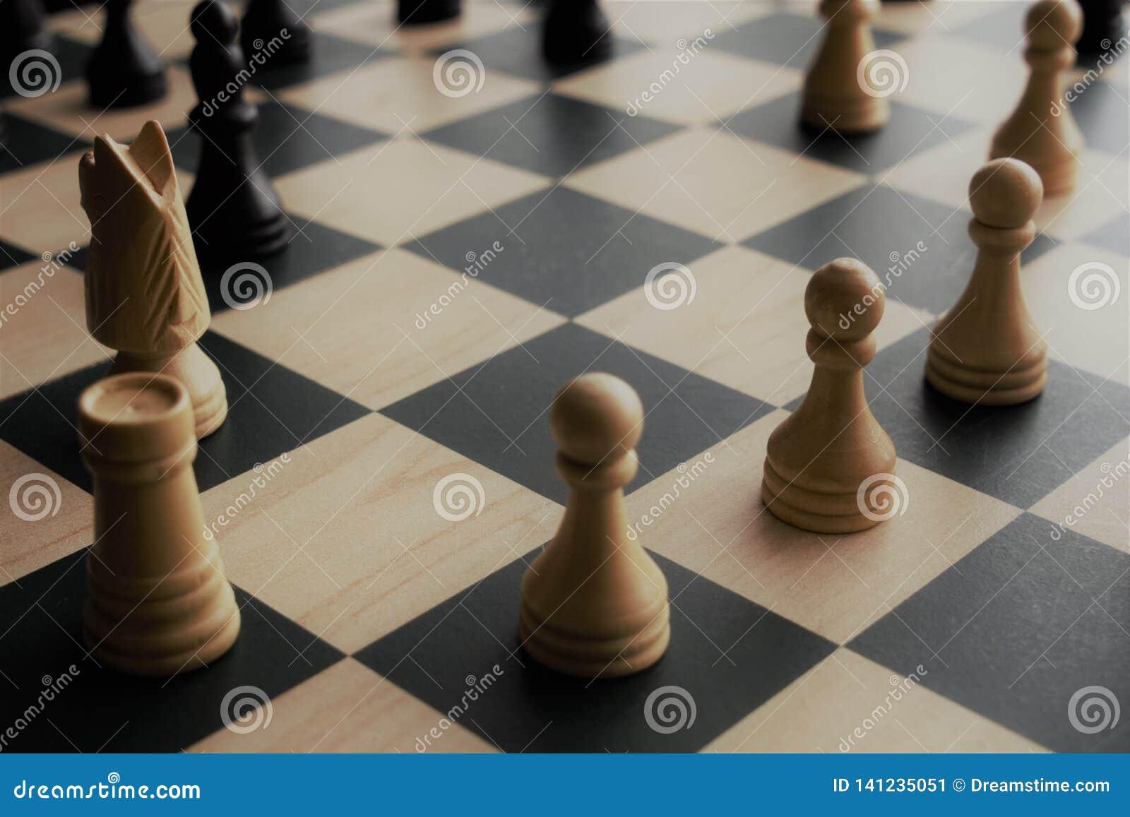Immagine del primo piano dei pezzi degli scacchi