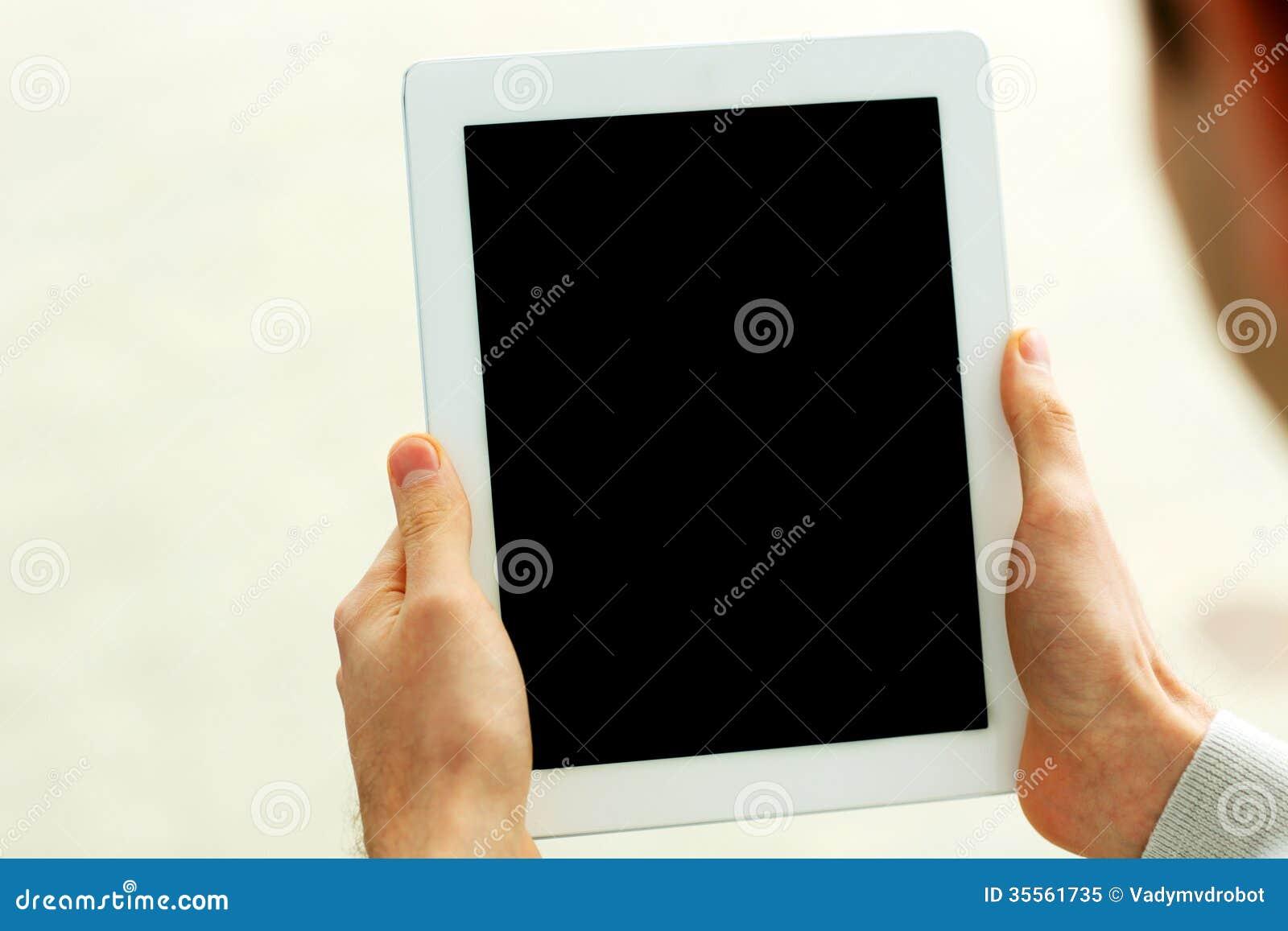 Immagine del primo piano delle mani maschii che mostrano for Piani principali del primo piano