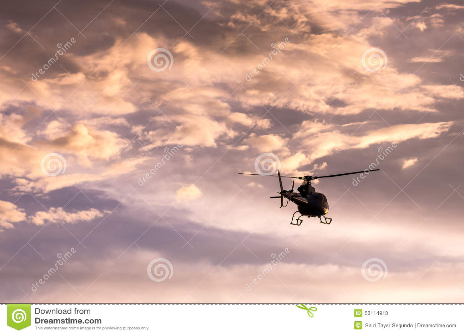 Immagine dell elicottero al tramonto