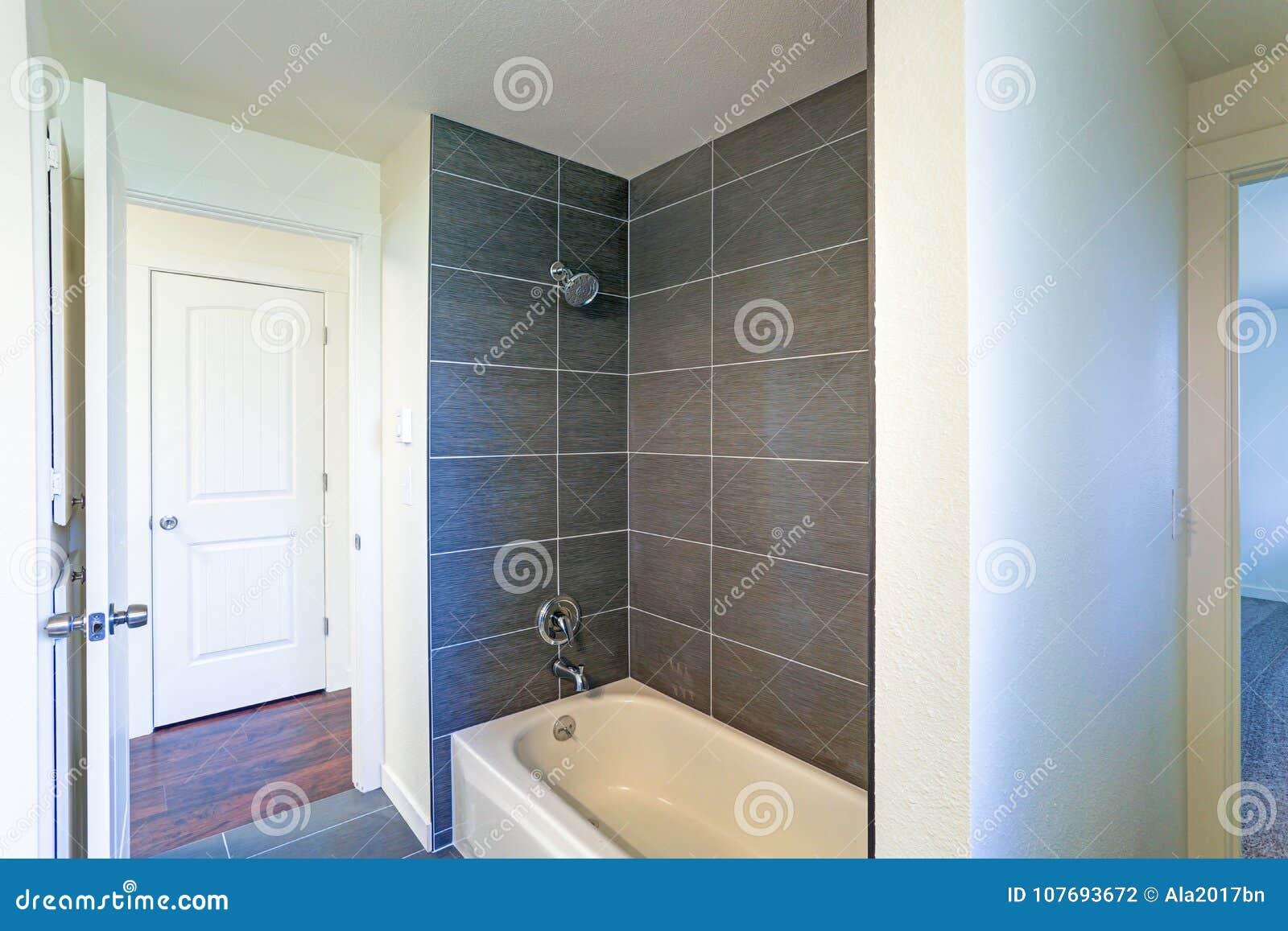 Vasca Da Bagno Opaca Rimedi : Interno doccia. il bagno con doccia with interno doccia. perfect