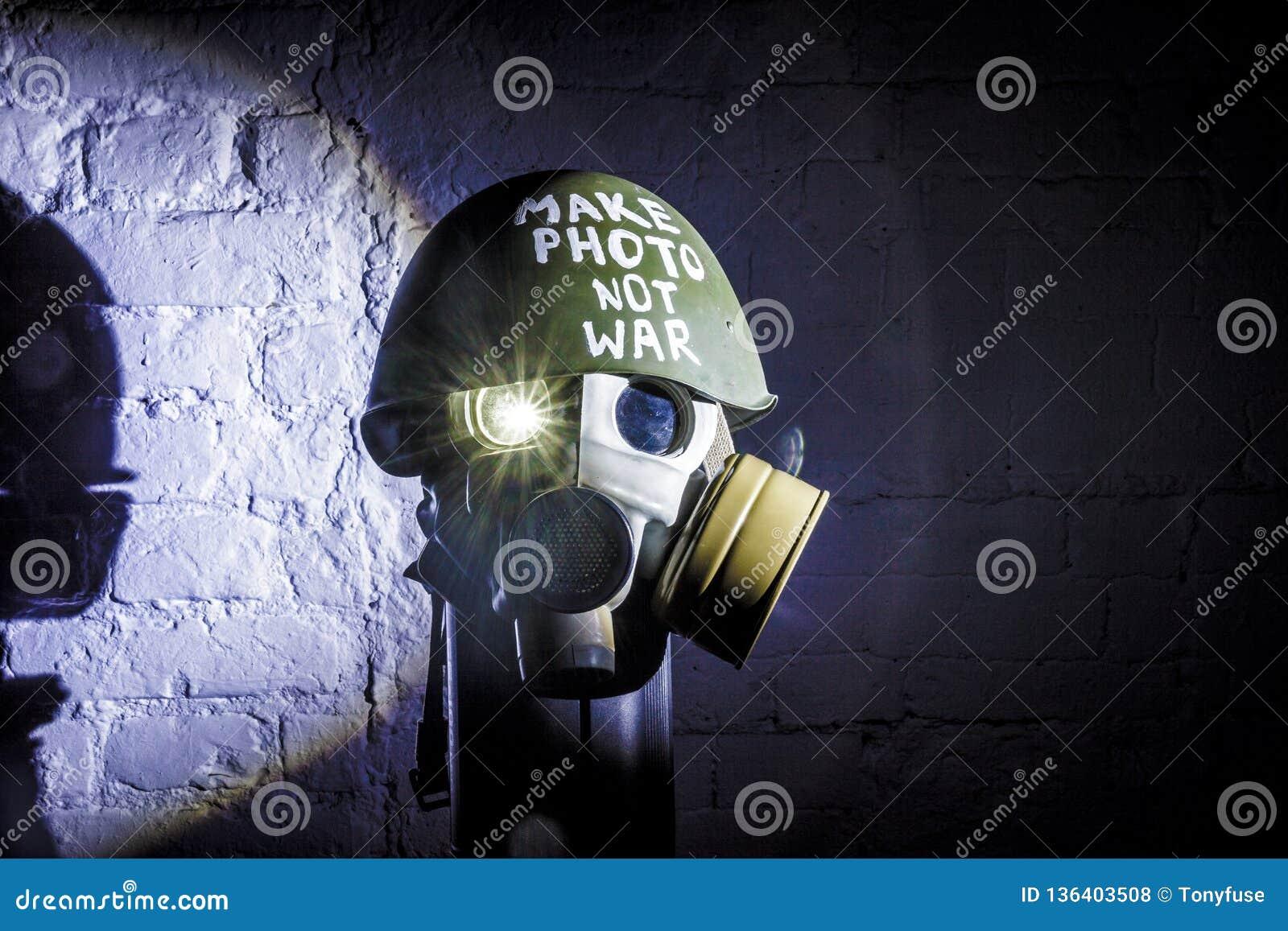 Immagine di arte di una maschera antigas militare